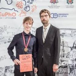 Jonáš Dujava sa zapísal do dejín Európskej fyzikálnej olympiády zlatými písmenami